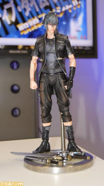 final-fantasy-xv-noctis-play-arts-kai-2