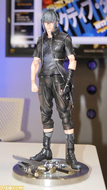 final-fantasy-xv-noctis-play-arts-kai-3