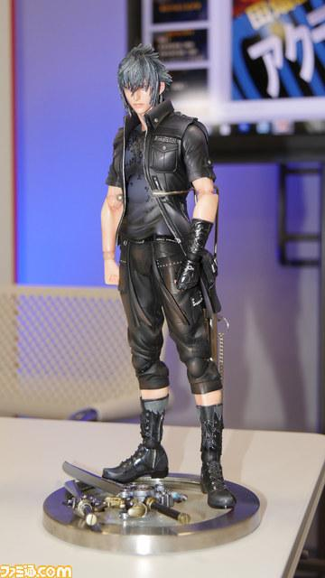 final-fantasy-xv-noctis-play-arts-kai-4