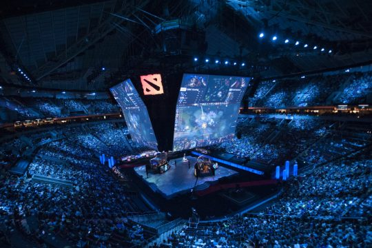 the-keyarena-main-stage-at-ti5-as-eg-take-on-cdec-540x360