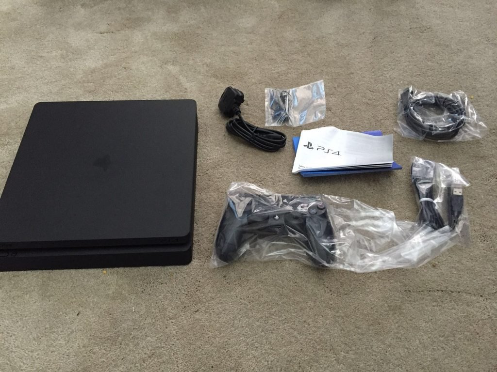ps4 slim unboxing images show clickable buttons removal. Black Bedroom Furniture Sets. Home Design Ideas